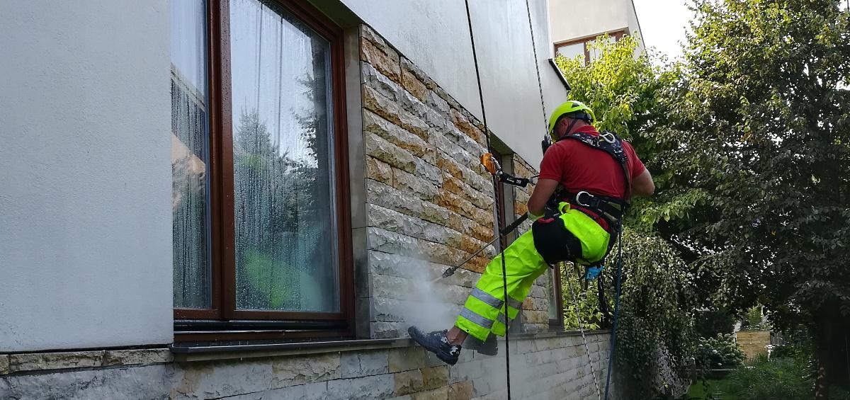 Mycie  elewacji budynków w Warszawie